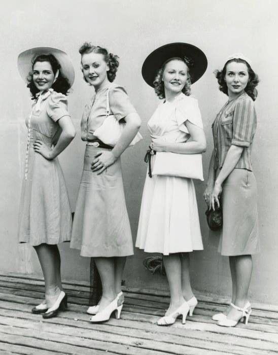 0e5e9d68ce06 1940s Fashion  What Did Women Wear in the 1940s