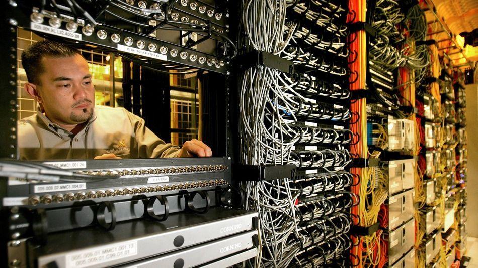 The Top 10 Job Industries Hiring Right Now 21st Century Skills Job Information Consumer Technology