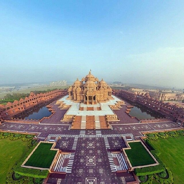 «Follow @audiocompass  Original description - Have you been to the Akshardham Temple in #Delhi? Did you know 3000 volunteers helped 7000 artisans to…»