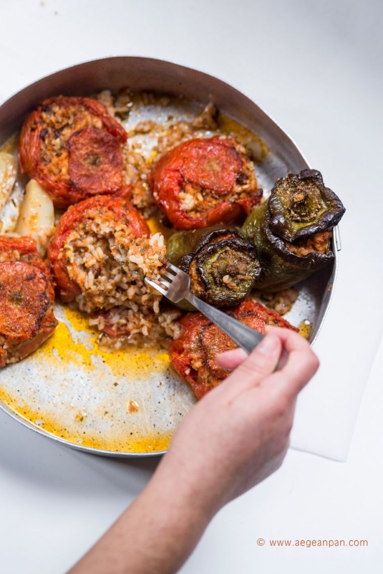 Gemista greek stuffed tomatoes and peppers recipe greek gemista greek stuffed tomatoes and peppers recipe greek tomato sauce and pepper forumfinder Images