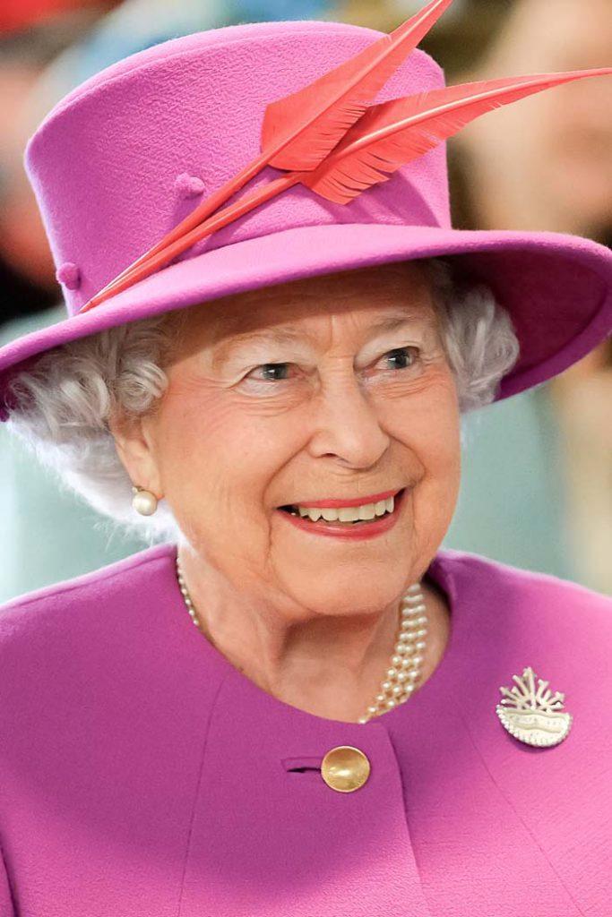 Queen Elizabeth Ii Carries Out Last Engagement Before She Heads To Windsor Castle Elizabeth Ii Queen Elizabeth Her Majesty The Queen