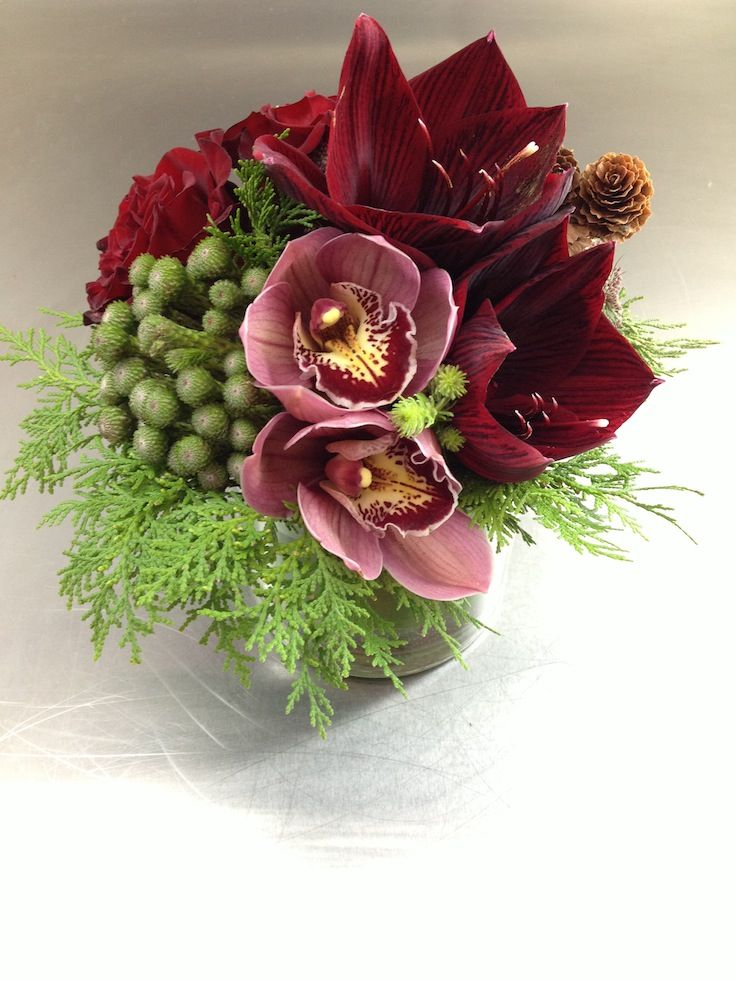 Holiday Centerpiece With Cymbidium Orchids Re Pinned By Www Westpointorchids Co Flower Centerpieces Floral Vase Arrangements Holiday Centerpieces