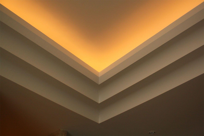 Realisierung Von Gesimsen Im Modernen Stil Mit Integrierter Indirekter Beleuchtung Appartment In Nizza Indirekte Beleuchtung Moderner Stil Beleuchtung