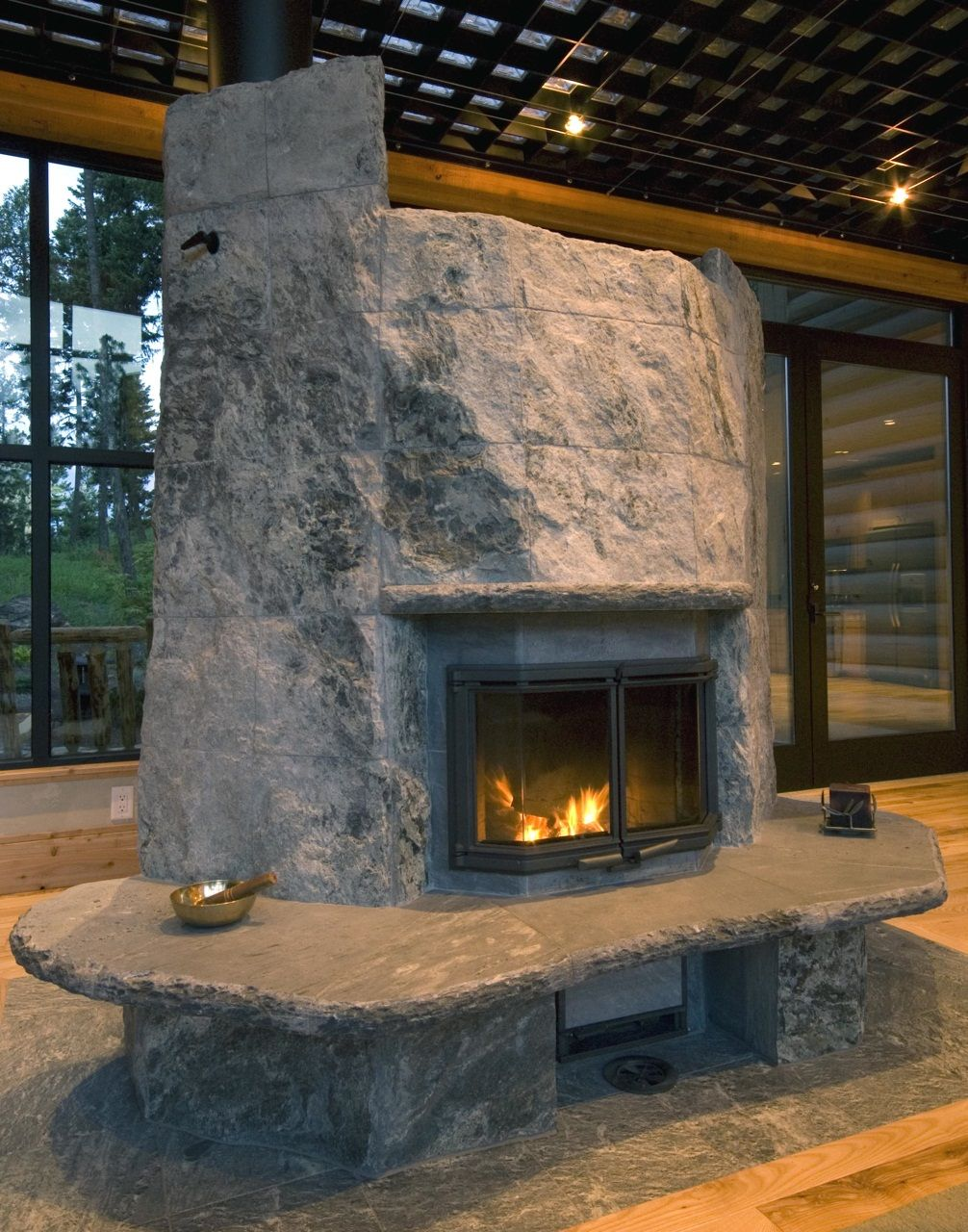 Boulder style tulikivi fireplace in western montana warmstone boulder style tulikivi fireplace in western montana warmstone teraionfo