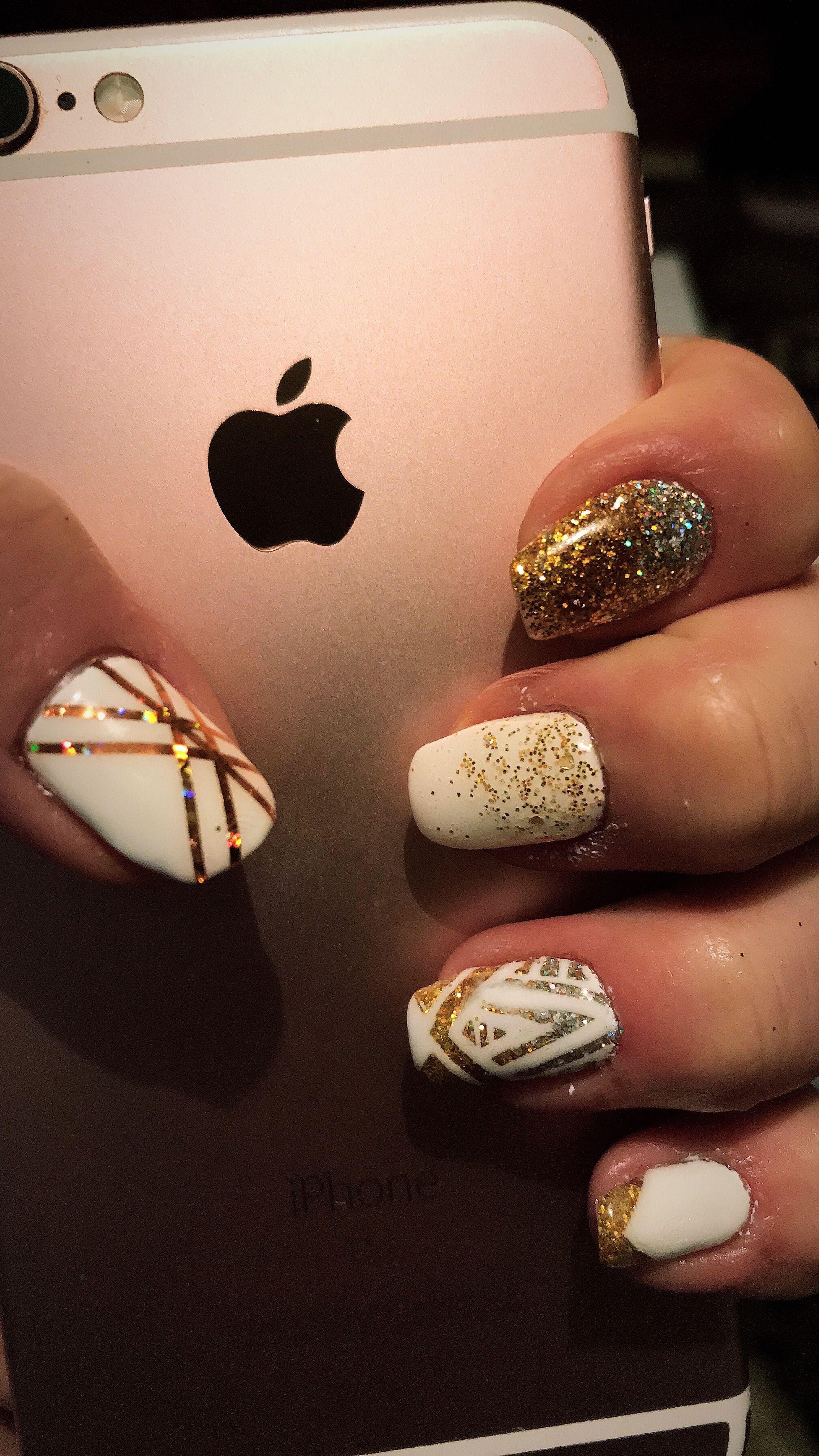 #nail #nailart #nailsart #design #naildesign #gold #classy
