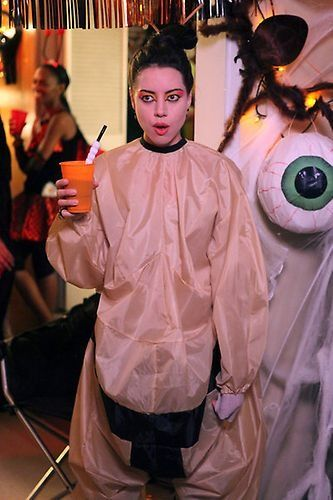 April Ludgate As A Sumo Wrestler Who Has Lost Some Weight On Parks And Recreation Season 4 Episode 5 Meet N Gree Halloween Episodes April Ludgate Aubrey Plaza