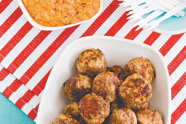 Beef meatballs with romesco sauce recipe sauces for Meatball canape
