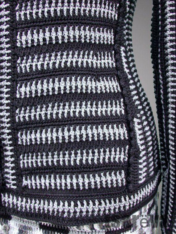 Photo of Häkeln Sie gestreifte Jacke Selena. Mehrfarbige schwarz-weiße handgemachte Tweed-gestreifte Häkeljacke aus Bio-Baumwolle. Auf Bestellung. Kostenloser Versand