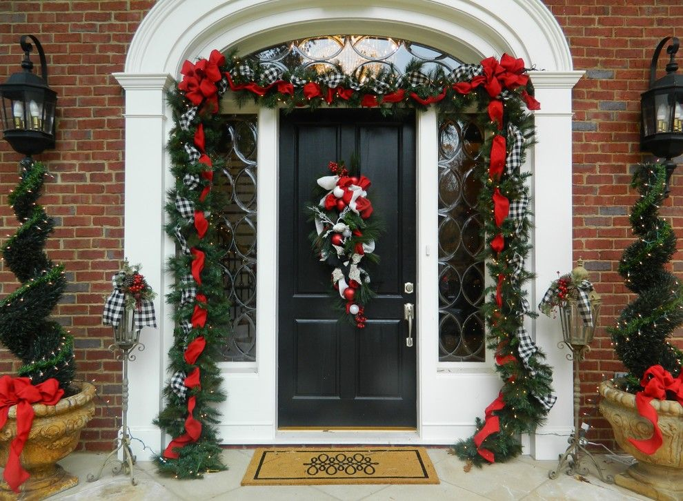 Festive Entryway Design Bining Pine Rope With Gingham And Red