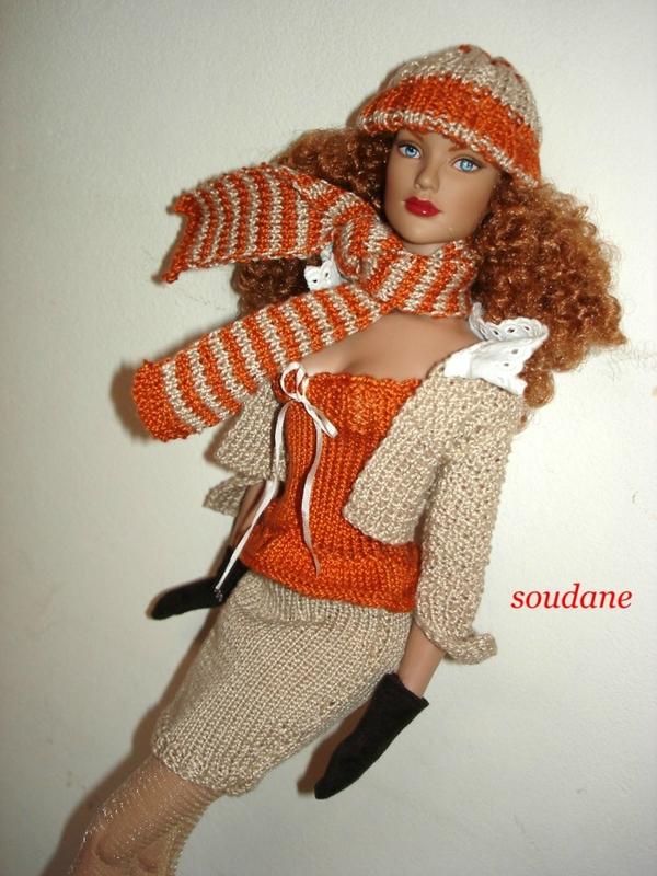 Modèles gratuits : une mini jupe et un petit haut à bretelles pour poupées mannequins 40 cm – Tricot pour poupées Créations Soudane