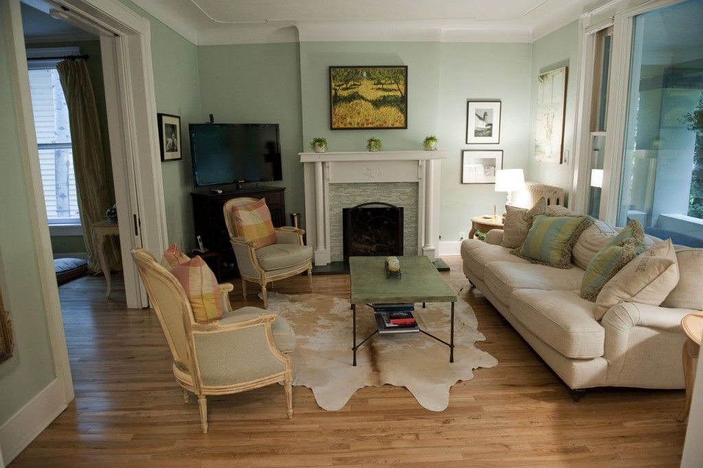 The Zadge S Fabulous Old Vicky Rugs In Living Room White Cowhide Rug Italian Furniture Living Room
