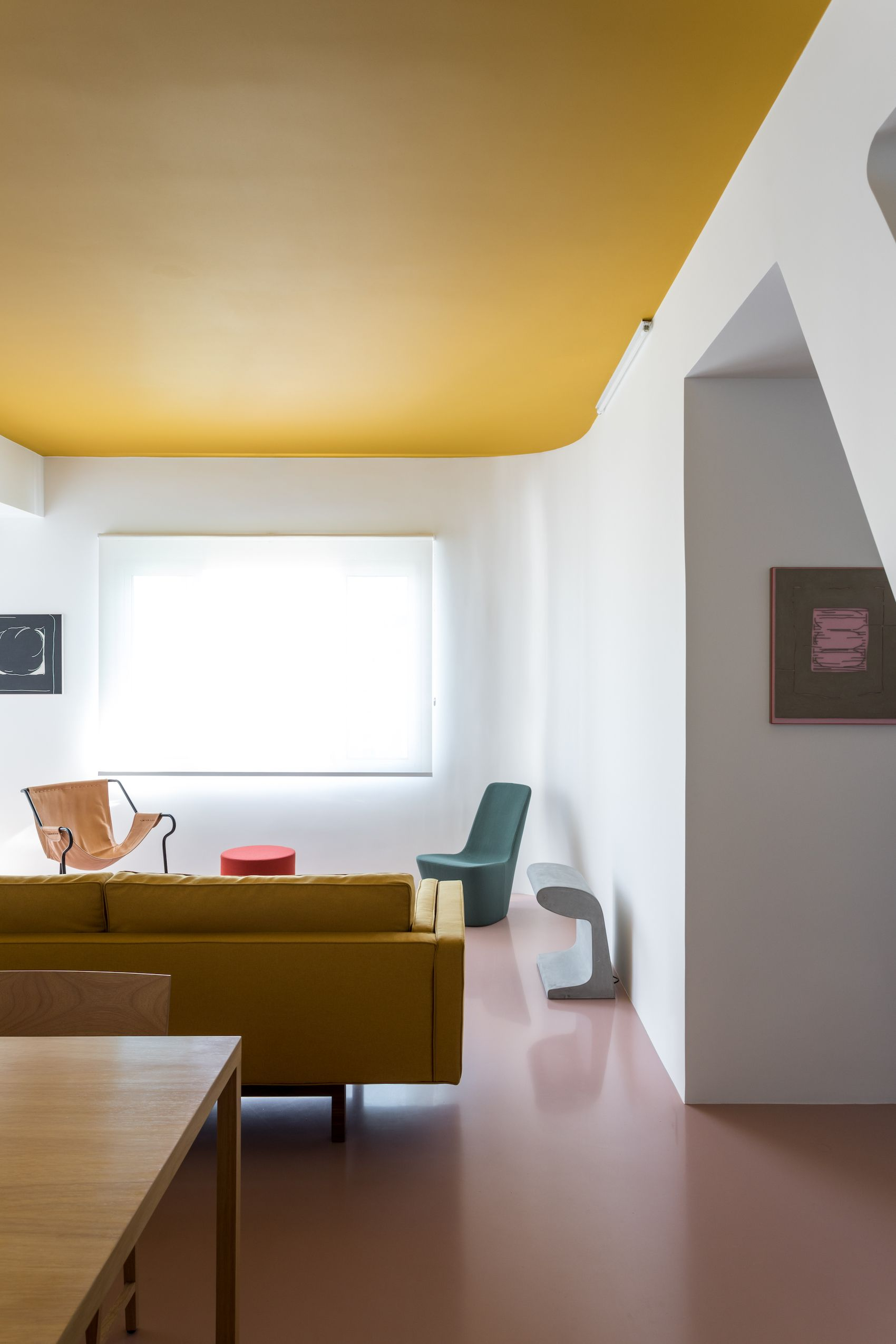 Apartmento cass is a minimalist apartment located in são paulo brazil designed by felipe hess in collaboration with patricia sturm