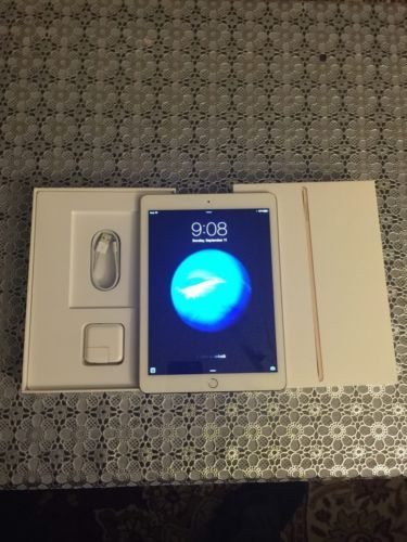 Apple iPad Air 2 16GB Wi-Fi 9.7in - Gold (Latest Model) https://t.co/DgsfBt66vQ https://t.co/CYK16Wx3cS