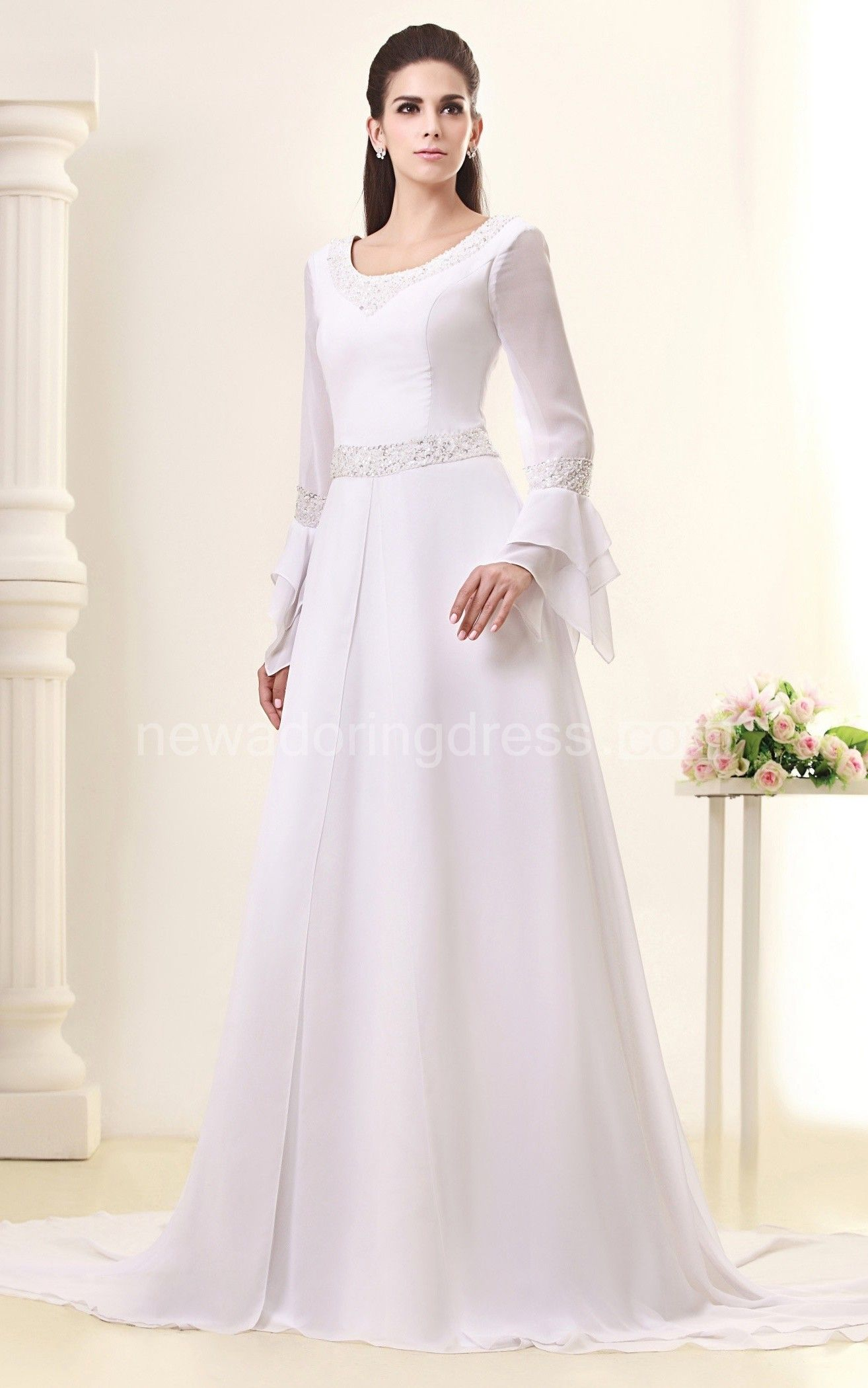 Elegant longsleeve maxi dress with crystal detailing and court