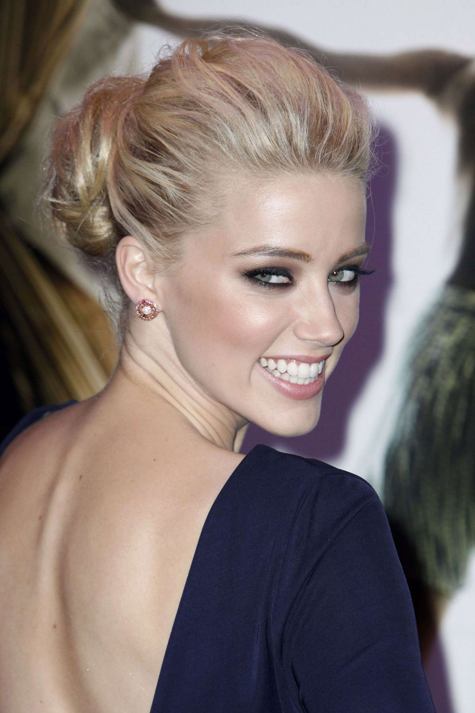 Hollywood Actress Amber Heard Appetizing Charm Amber Heard Photos Amber Heard Hair Styles