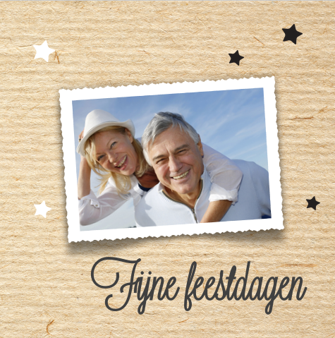 Moderne kerstkaart met kraft look en sterren. Geheel zelf aan te passen! Verzending gratis binnen Nederland en België.