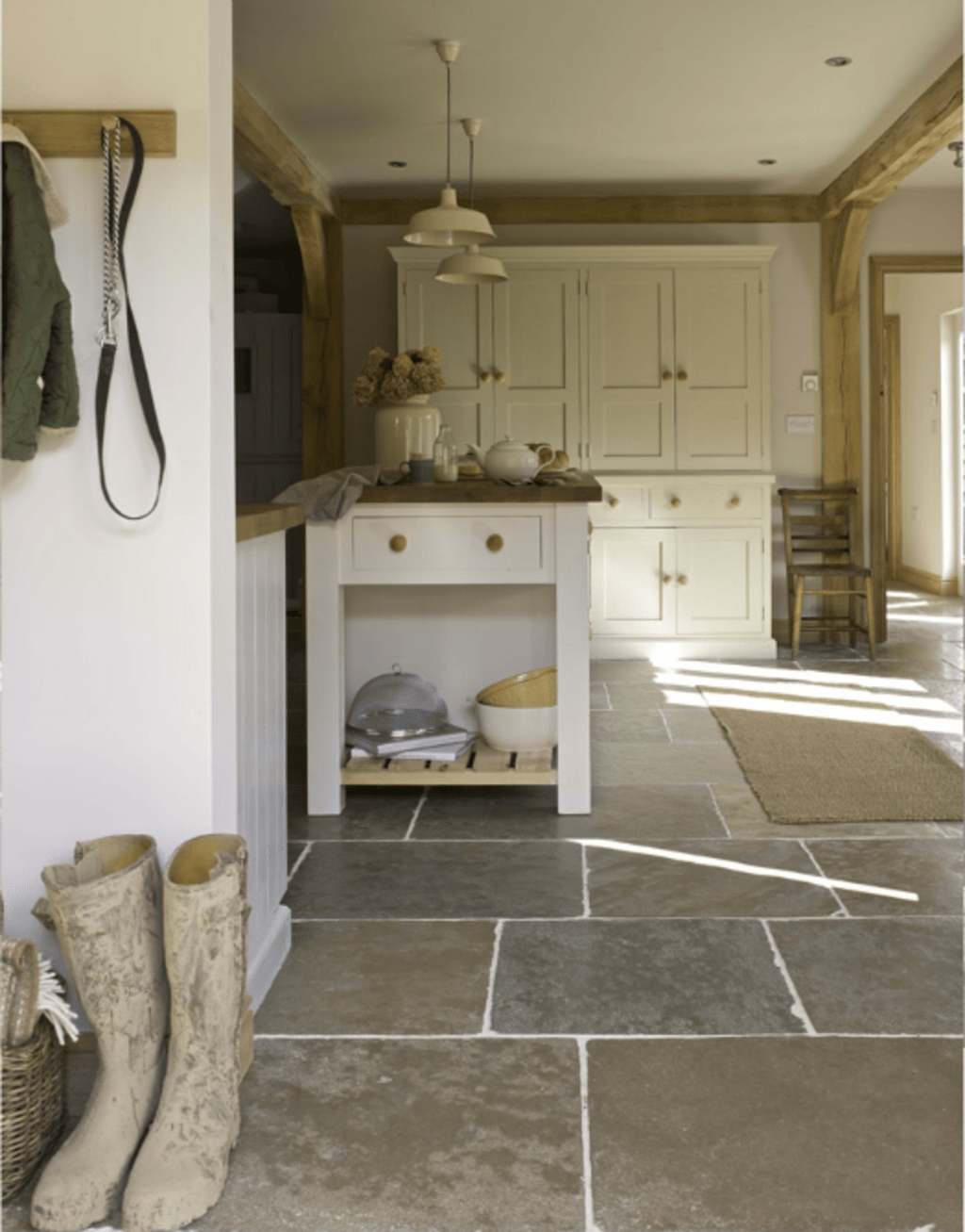 Natural Stone Floor Ideas That Looks Amazing In Traditional And Vintage Kitchen Styles Part 2 Neuedekorat Natural Stone Flooring Floor Design Kitchen Flooring