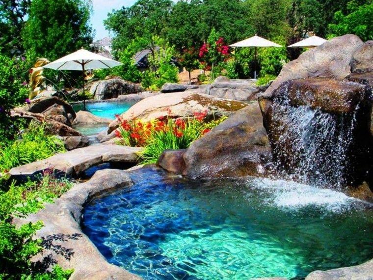 Piscina y jacuzzi con cascada piscina jardin pinterest for Piscinas con cascadas