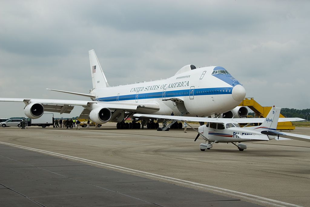My Plane The Smaller One Next To A Boeing E4b Usa Doomsday