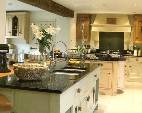 emerald pearl granite w cream cabinets granite countertops kitchen kitchen design emerald on kitchen ideas emerald green id=57060