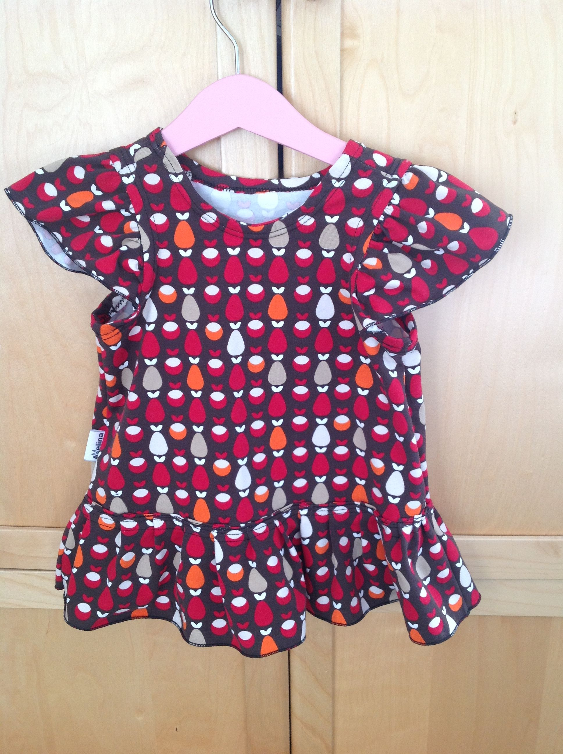 4022c27c426e Liten volangklänning   Att sy barn- och babykläder