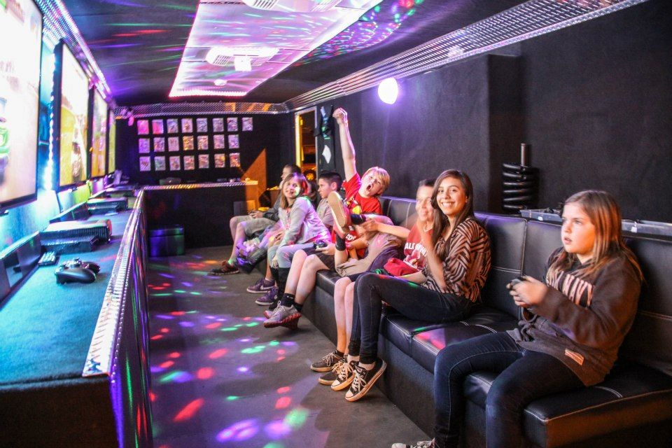 The Best Video Game Truck And Trailer Party In The Phoenix Area Have The Easiest Birthday Party That Y Salas De