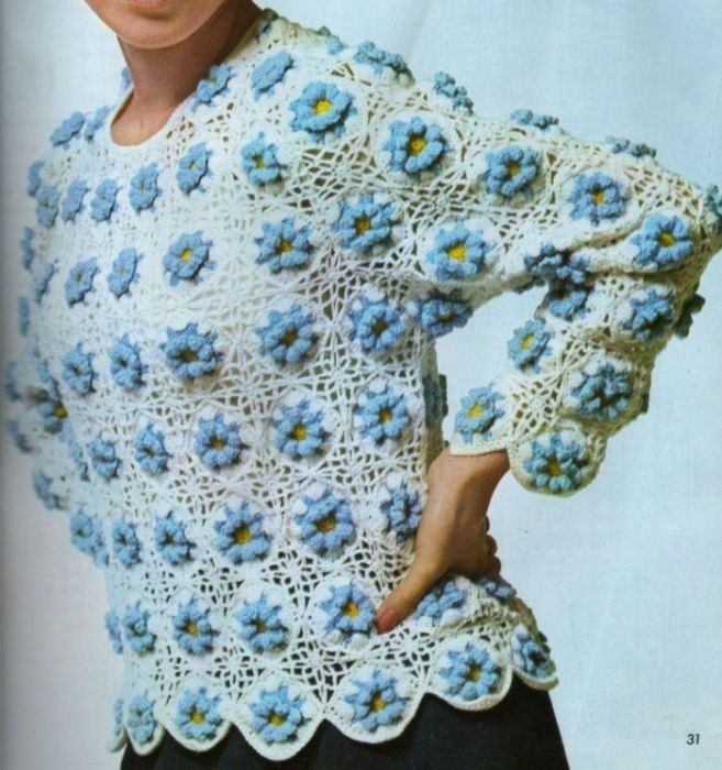 Blouse with blue flowers motifs with diagram