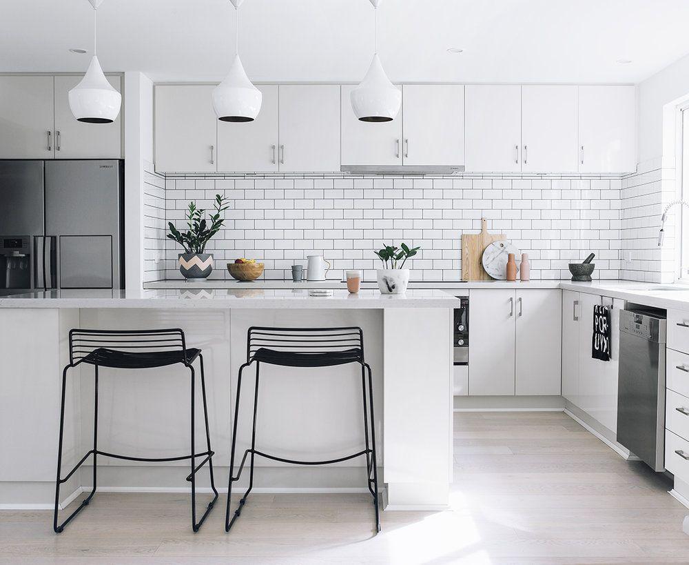 Simples e clean esta cozinha reflete referências do design nórdico