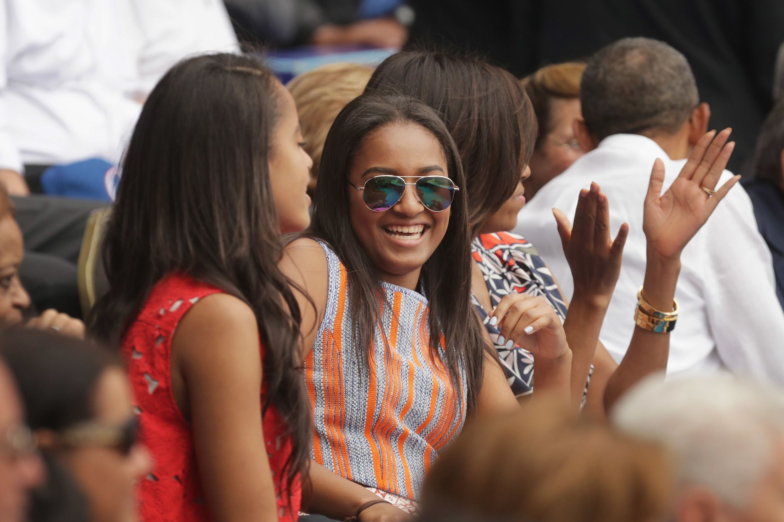 HAVANA, CUBA - MARCH 22: (L-R) Malia Obama, Sasha Obama, U.S. first lady Michelle Obama and President Barack Obama react to the first run scored during an exhibition game between the Cuban national baseball team and Major League Baseball's Tampa Bay Devil Rays at the Estado Latinoamericano March 22, 2016 in Havana, Cuba. This is the first time a sitting president has visited Cuba in 88 years. (Photo by Chip Somodevilla/Getty Images)  via @AOL_Lifestyle Read more…
