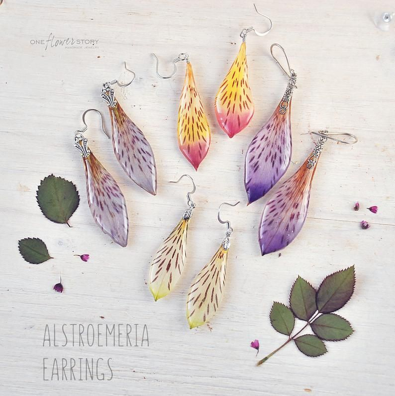 Lilac Grey Alstroemeria Hook Dangle Earrings With Real Etsy In 2020 Flower Resin Jewelry Resin Jewelry Resin Charms