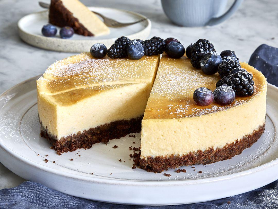 Skyr Kuchen Cheesecake Mit Keksboden Und Beeren Rezept Kalorienarm Backen Kasekuchen Mit Keksboden Und Kuchen