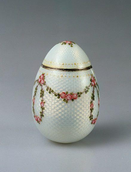 Egg-shaped box, made in Stockholm, Sweden, c.1900