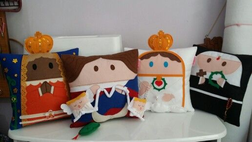 Almofadas religiosas Rbitencourt! Escolha a sua preferida! Visite-nos : www.r-bitencourt.blogspot.com.br #pillow #santos #artesanato #Rbitencourt #cushion #almofadas