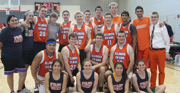 The University of Illinois basketball teams get together for a quick pic at Winter Outing.