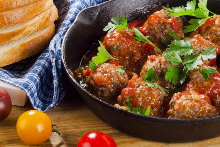 Boulettes de viande dans un mélange de sauce RedHot et cassonade