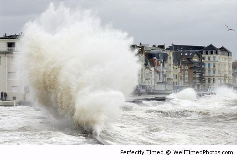 Waves crash against the sea front – The fury of the waves is best just to watch from a distance. When getting too close it may get bad.