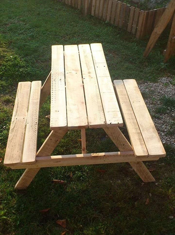 Build Pallet Picnic Table With Backrest   99 Pallets