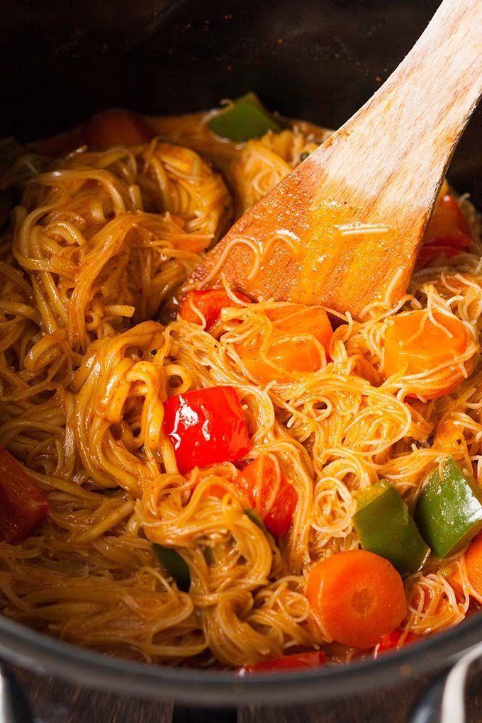 One Pot Glasnudel-Curry - Kochkarussell.com #thaifoodrecipes