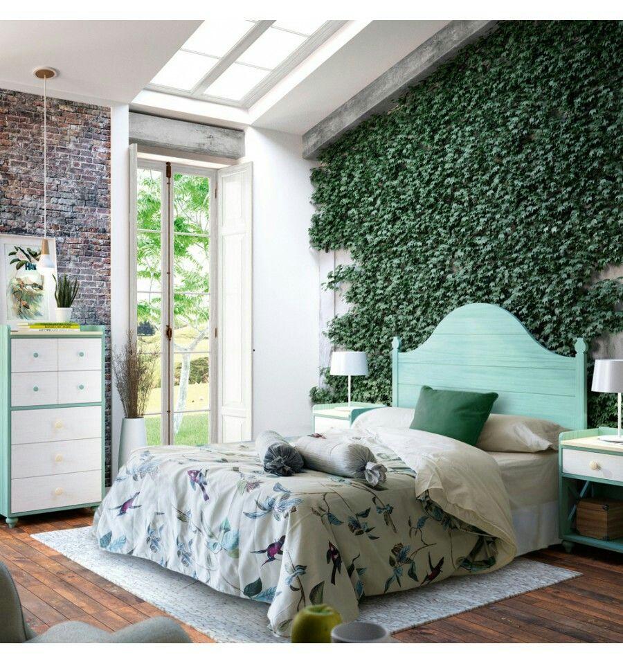 Dormitorio juvenil o de matrimonio con pared artificial de plantas ...