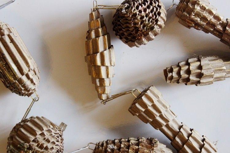 weihnachtsschmuck aus wellkarton oder pappe selber machen. Black Bedroom Furniture Sets. Home Design Ideas