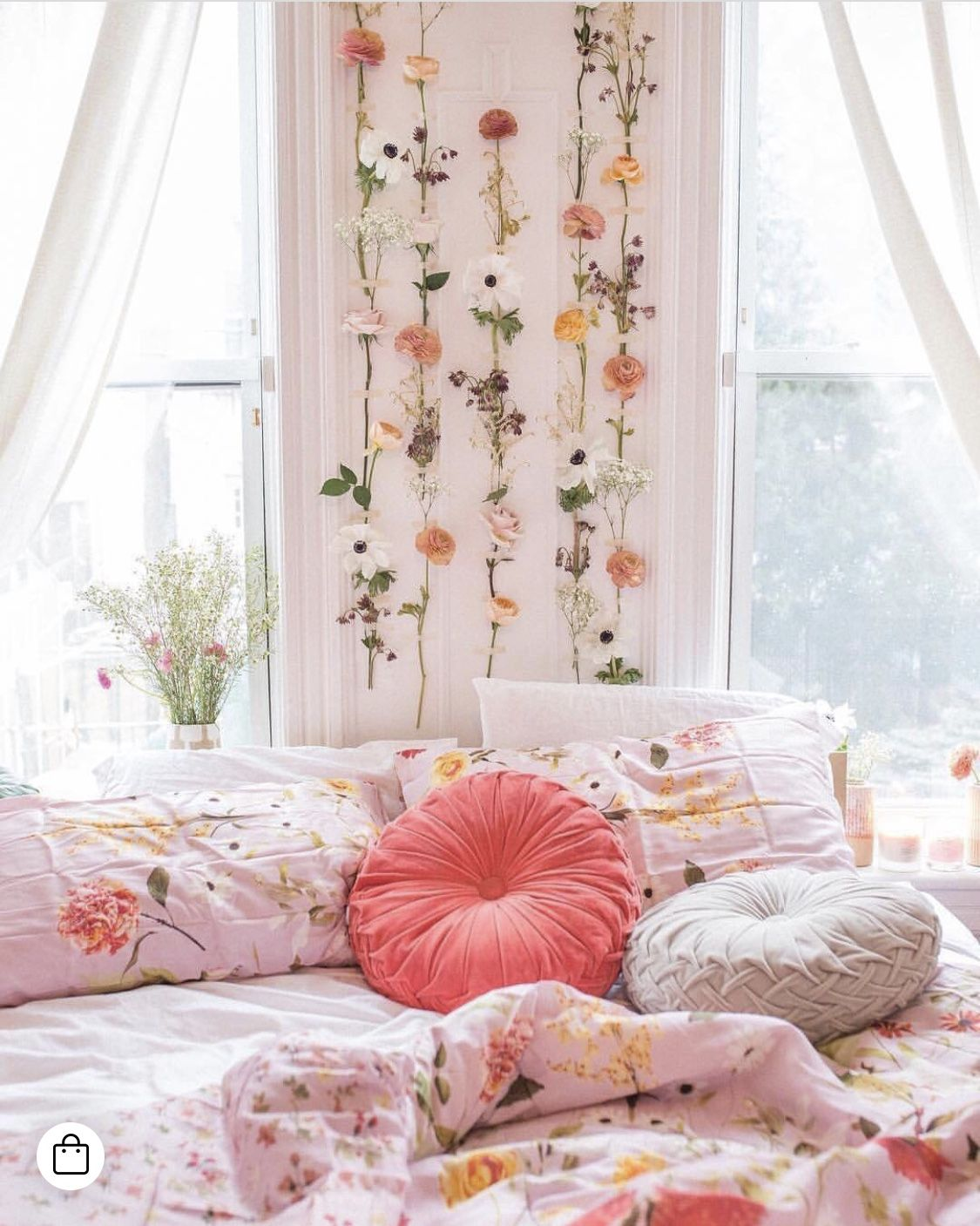 Floral Room Decor With Images Bedroom Decor Aesthetic Rooms