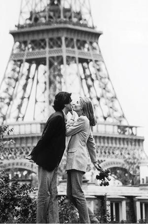Romantic Moments Love Kiss Paris Kiss Kisses Kissing Couple
