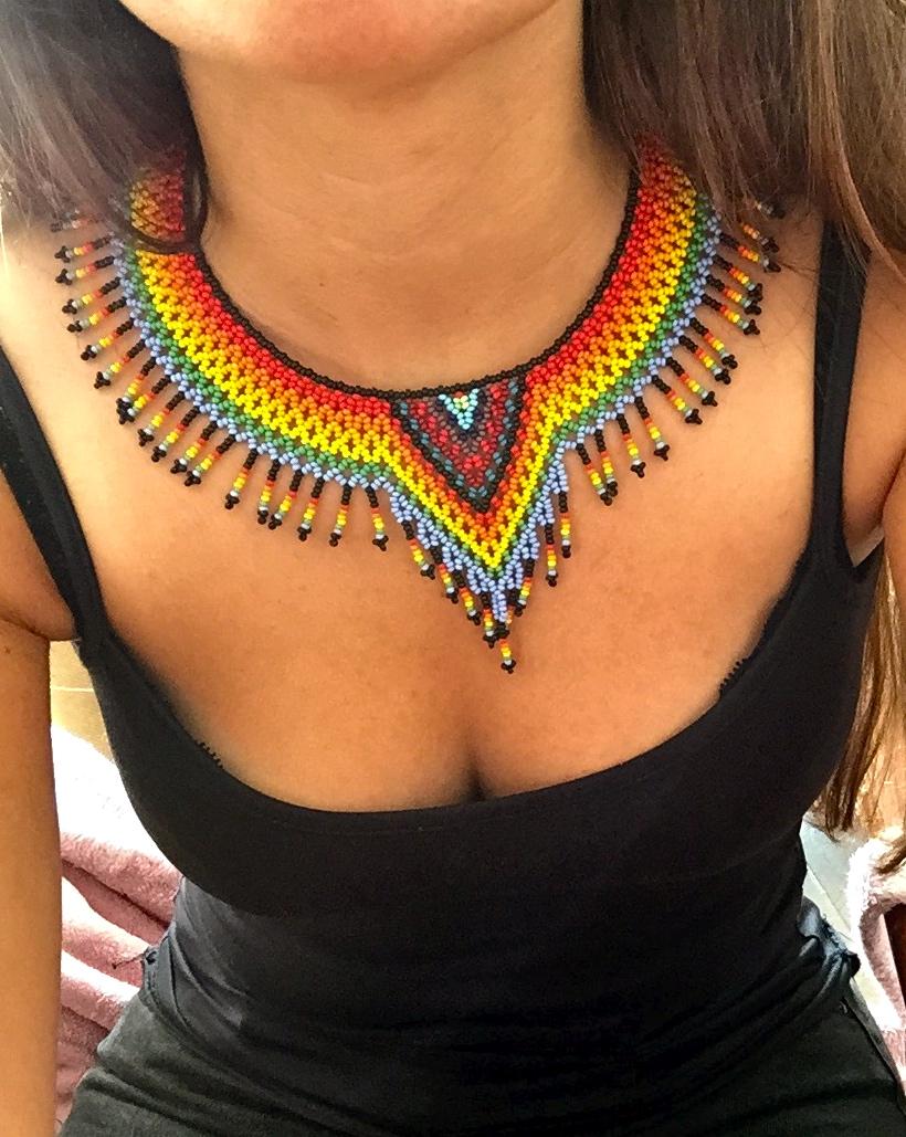 b76de490bff9 Collar Chaquiras realizado por la tribu Embera de Colombia.