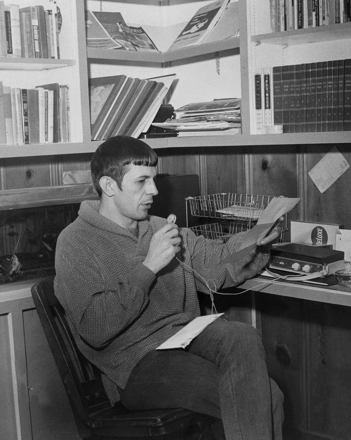 14 photos of Leonard Nimoy at work and home that will make a Vulcan smile