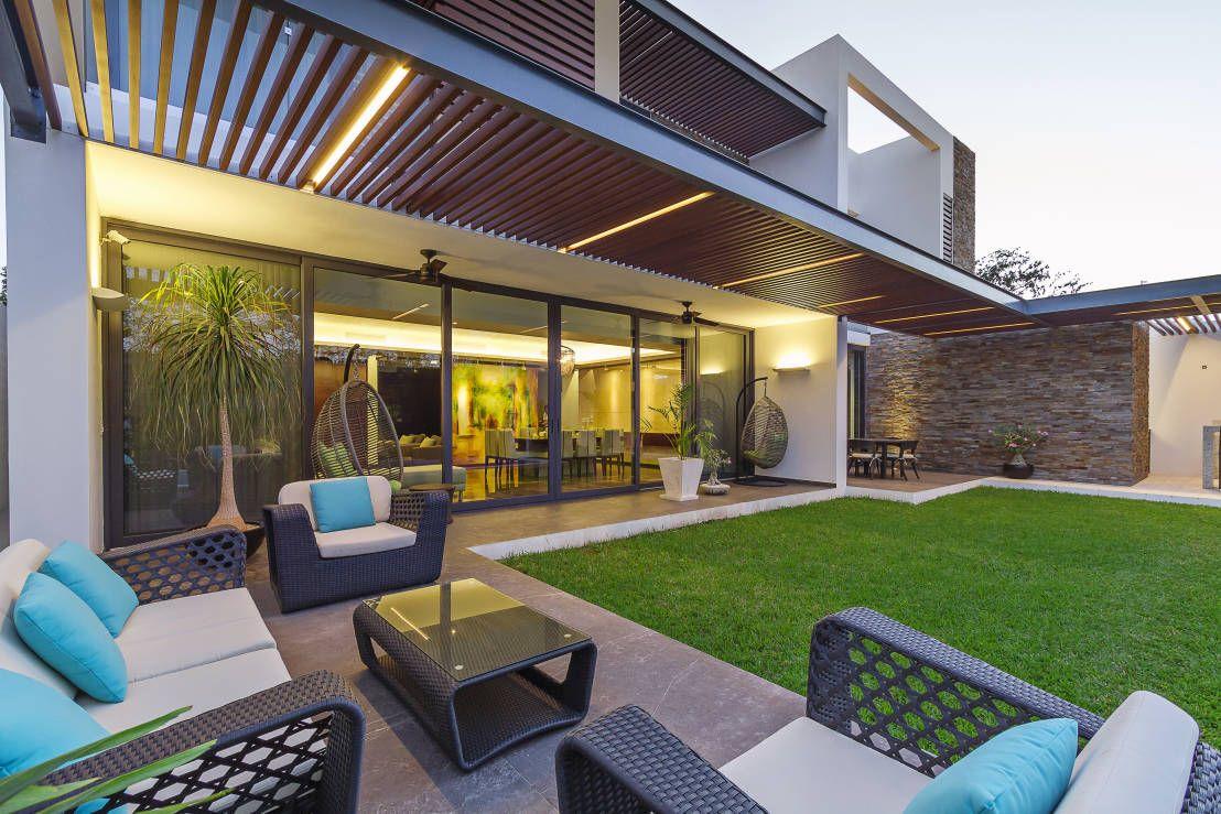 Espacios abiertos en casas modernas 7 grandes ventajas for Patios de casas modernas con piscina