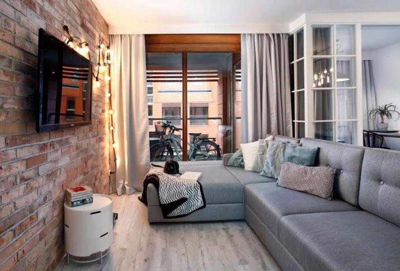 Czerwone cegły w aranżacji salonu - Lovingit.pl