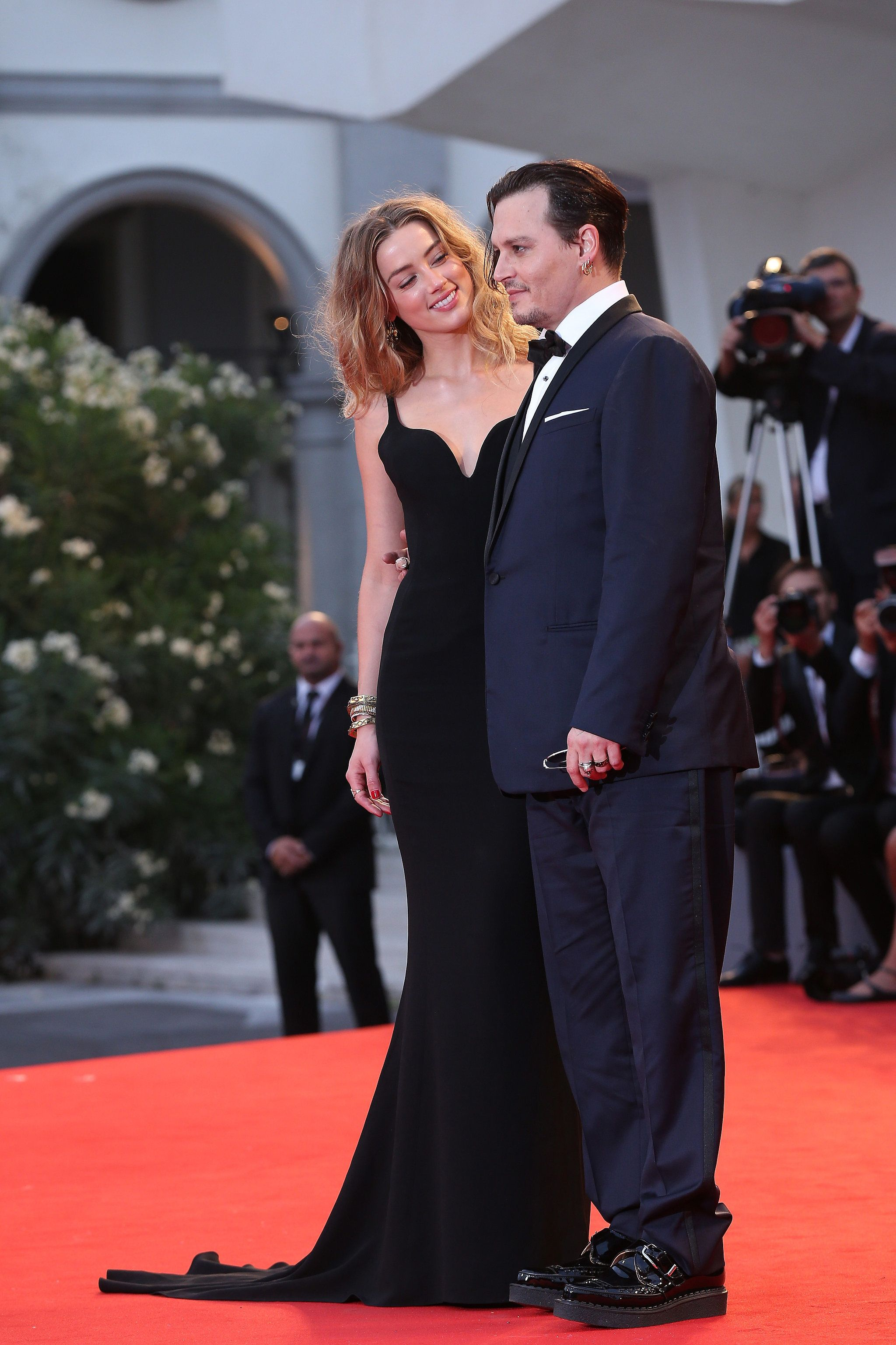 Johnny Depp And Amber Heard Share The Look Of Love On The Red Carpet Johnny Depp And Amber Johnny Depp Amber Heard