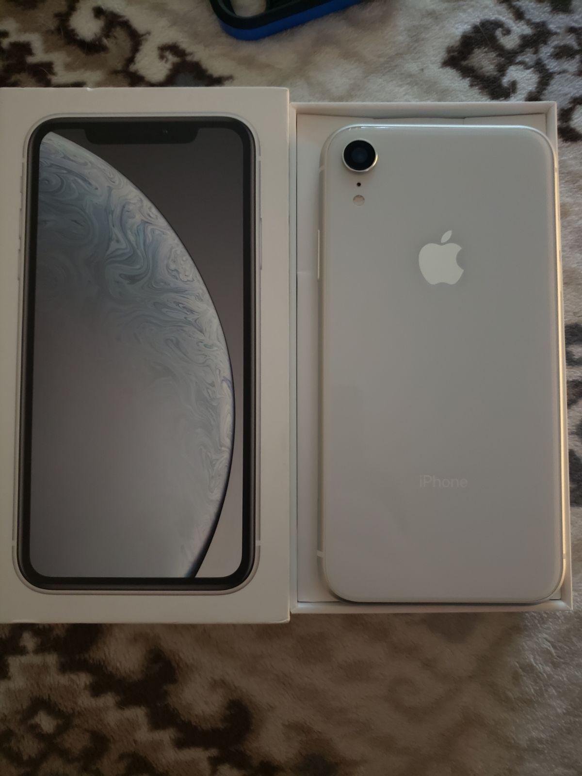 iPhone XR White 256 GB Unlocked on Mercari