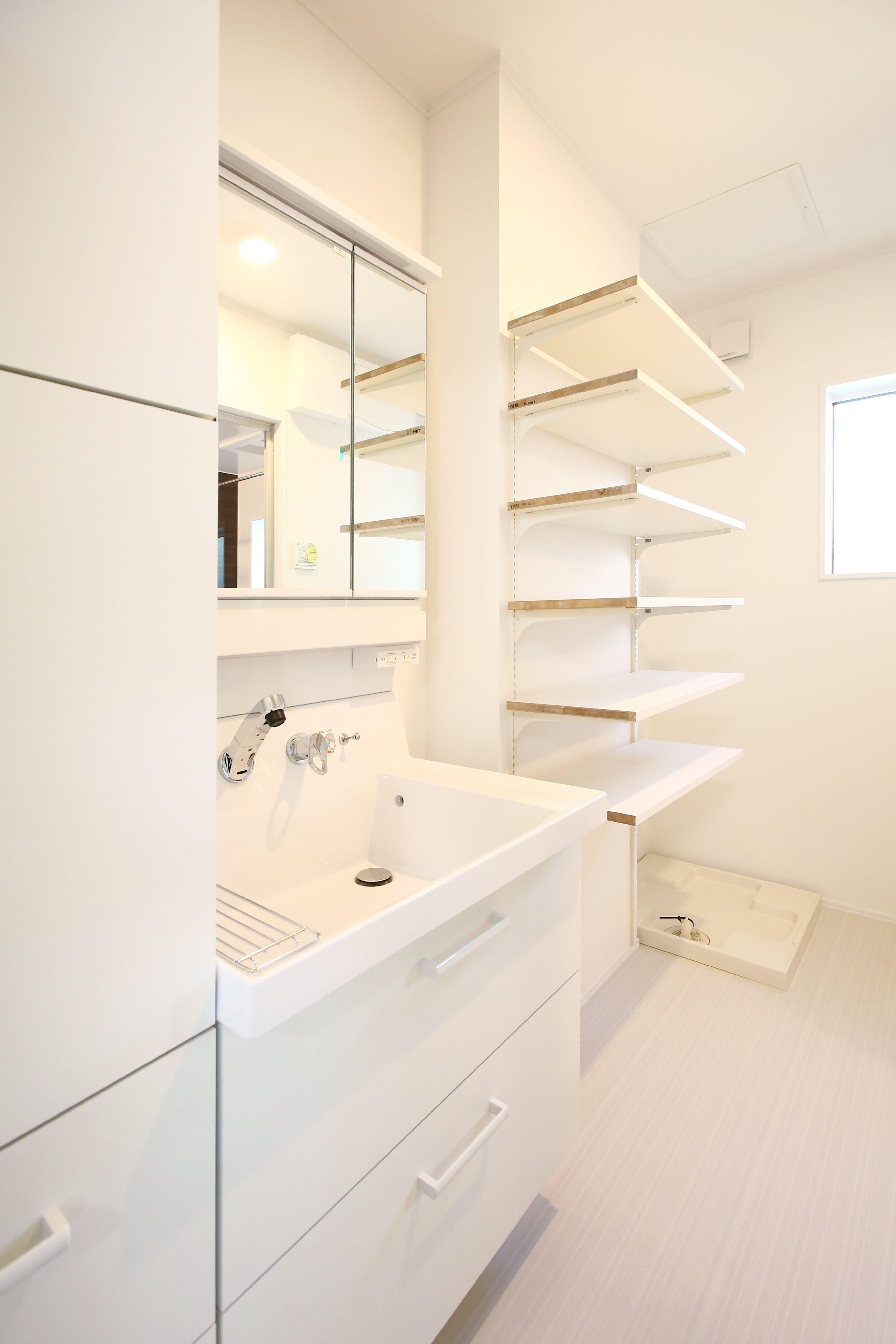 隠す収納と見せる収納を使い分けられる収納充実の洗面所 2020 ピアラ リビング インテリア キッチン 収納 タカラスタンダード