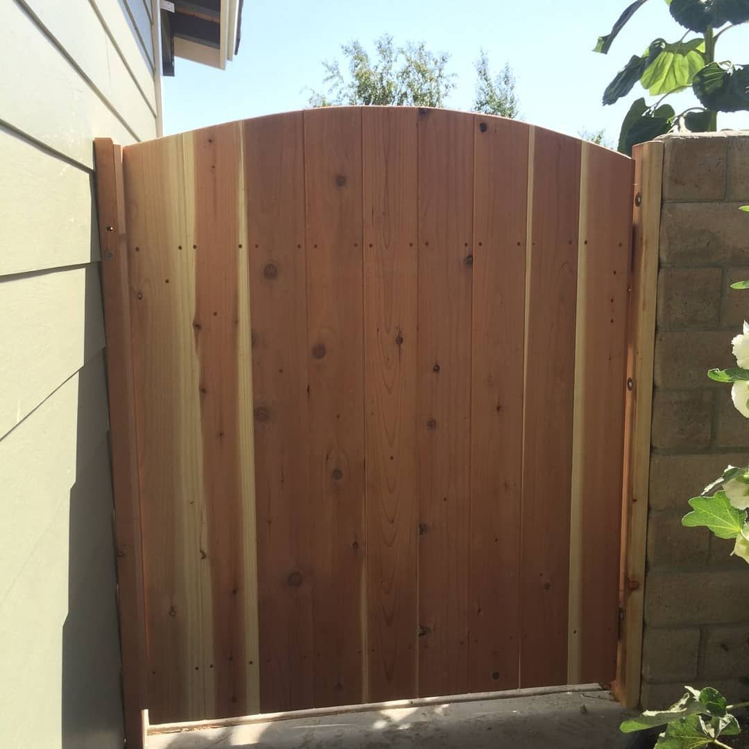 Side Gates Made With Redwood Tongue And Groove Boards Any Suggestions For Finishes Carpentry Gate Woodworking Woo Fence Design Side Gates Outdoor Design